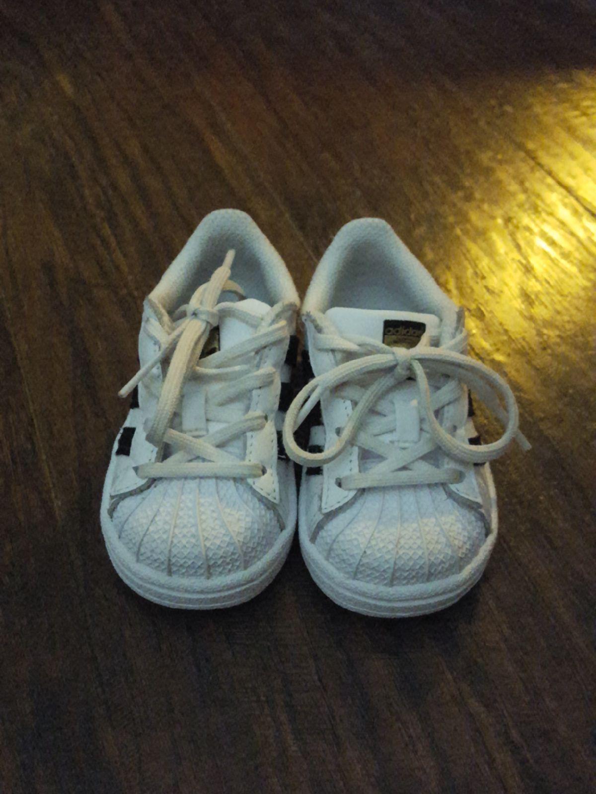 Tenis shoes