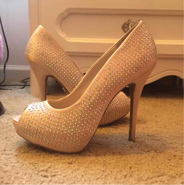 Jennifer Lopez nude heels size 6 1/2 - Mercari: BUY & SELL THINGS ...