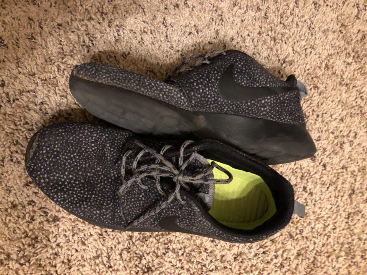 Women's Black Nike Roshe
