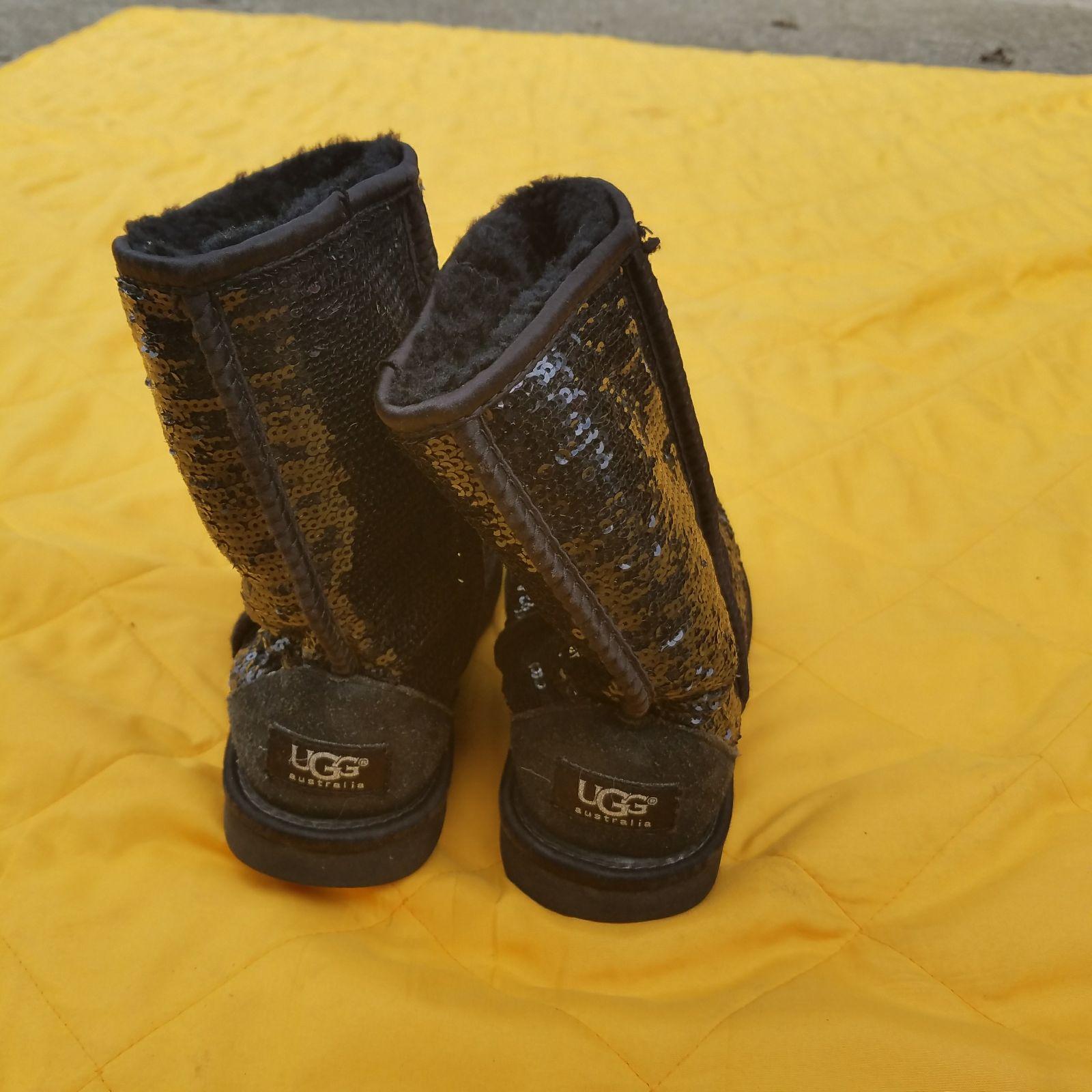 301051cccb9 Black sparkle uggs UGGS black sparkle size 6 - Mercari: BUY & SELL ...