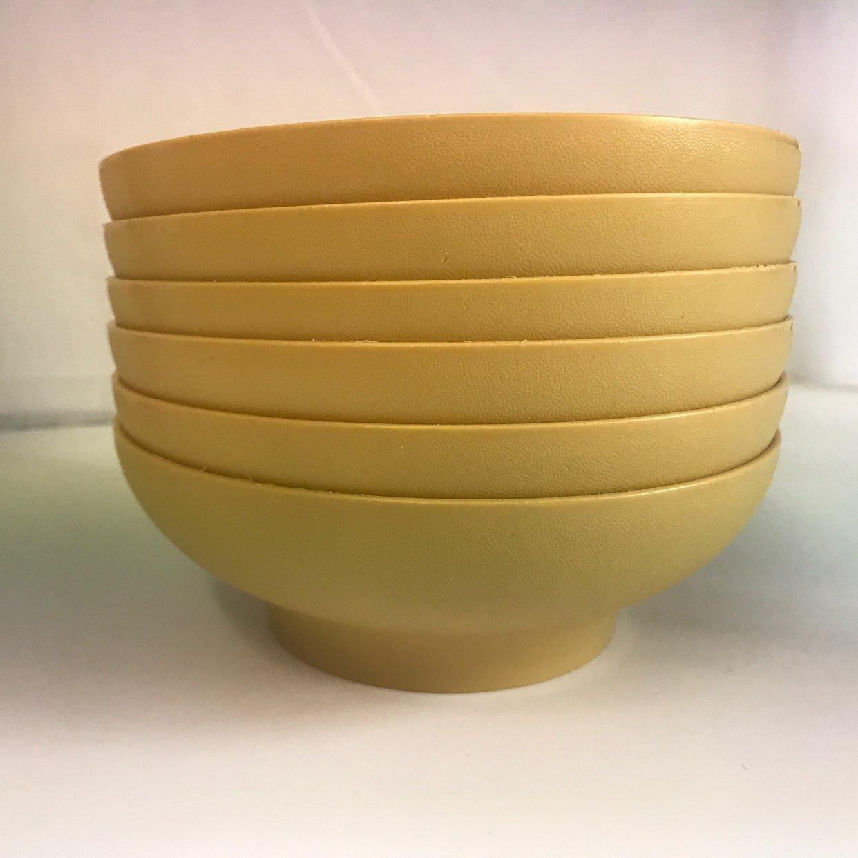 6 Tupperware Bowls & Blue Strainer