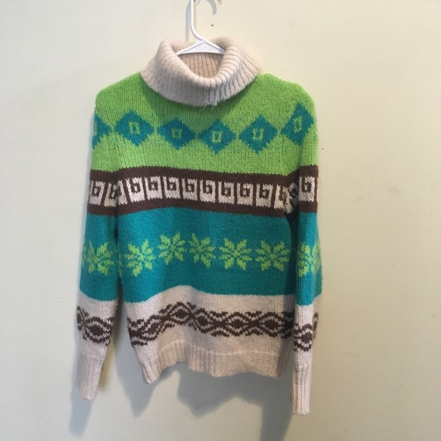 Old Navy Turtle Neck Sweater Small