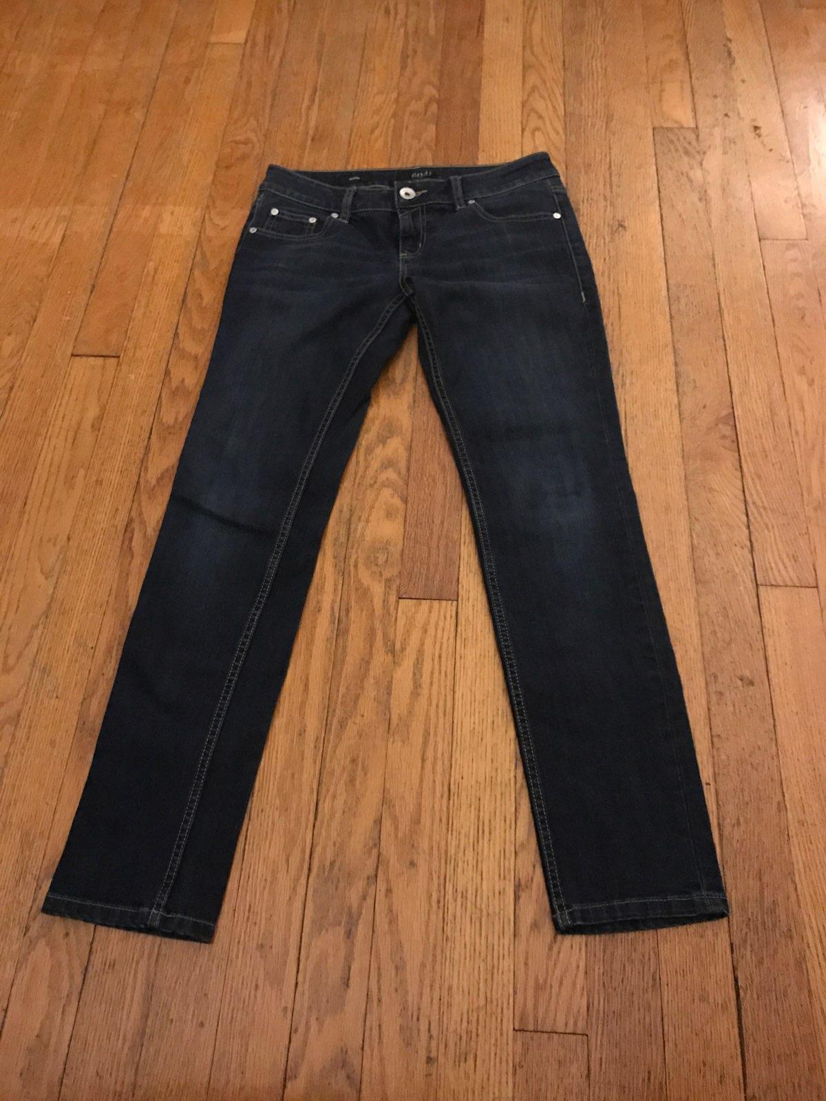 A n a skinny jeans