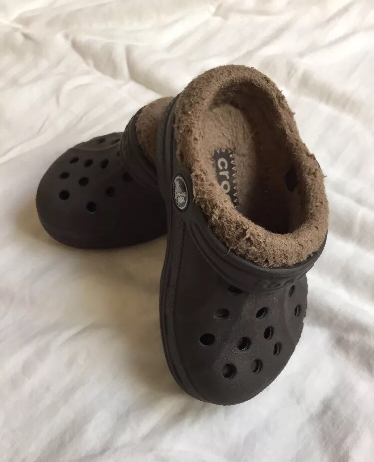Kids Lined Black And Brown Crocs 6-7