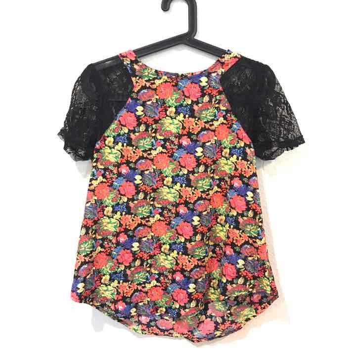 ASTR floral and lace cap sleeve top