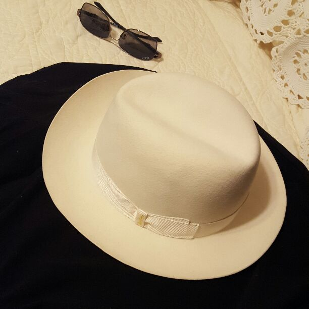 Borsalino hat and Ray Ban sunglasses