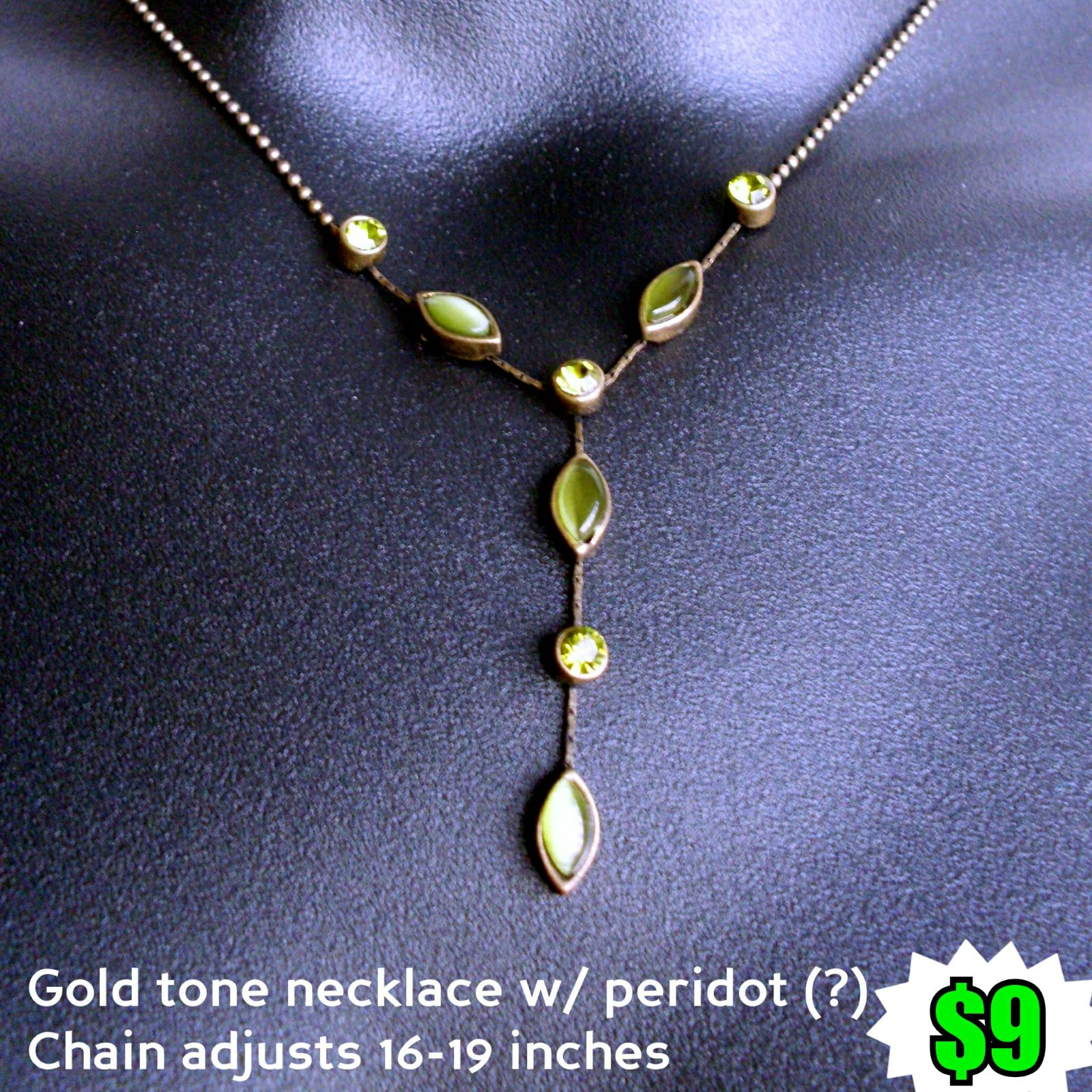 Adjustable gold tone necklace w/ peridot