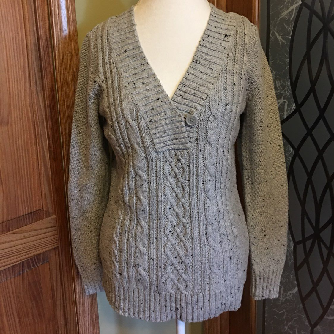 Women's Cable Knit Sweater - Mercari: BUY & SELL THINGS YOU LOVE