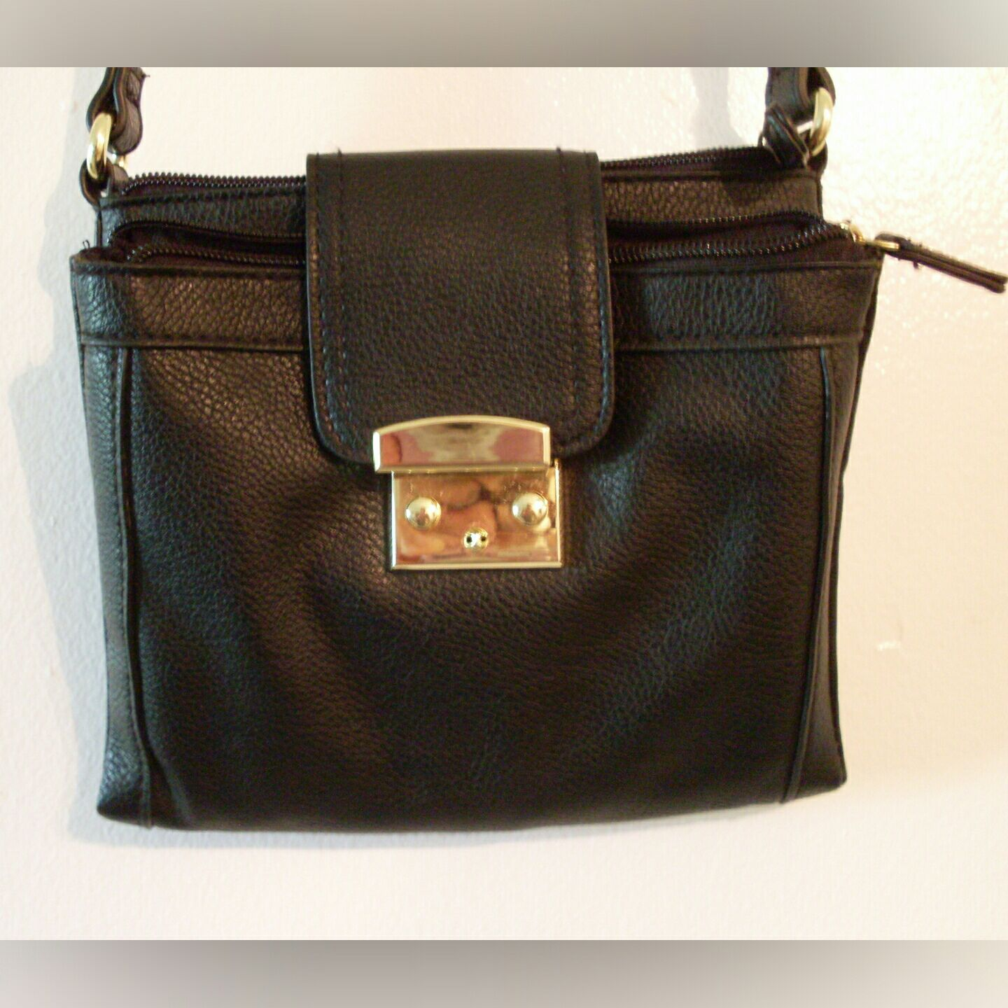 Black Merona purse, lots of pockets!