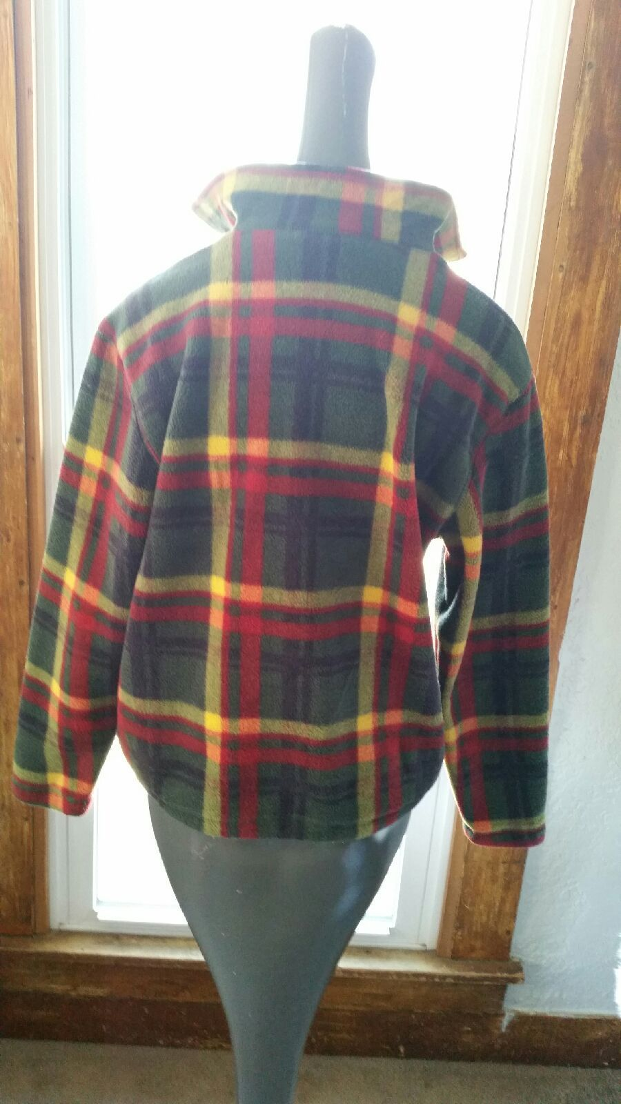 liz claiborne plaid fleece pullover - Mercari: BUY & SELL THINGS ...