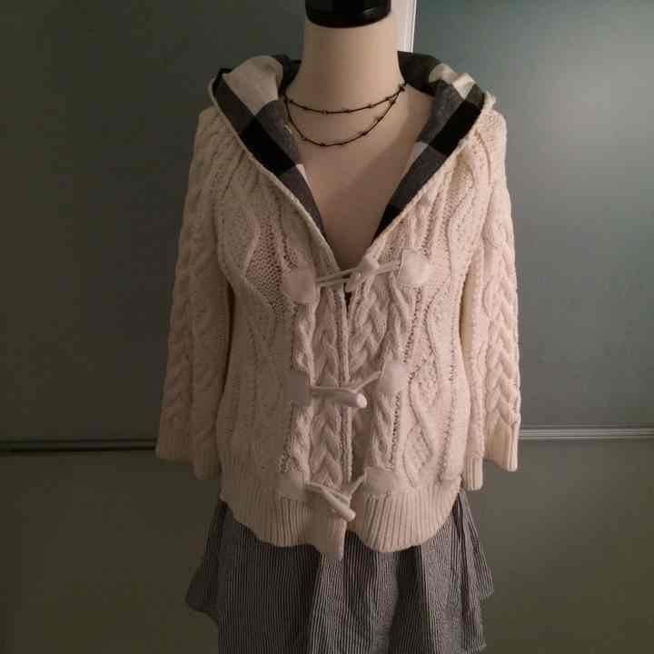 Winter cream hooded sweater - Mercari: BUY & SELL THINGS YOU LOVE