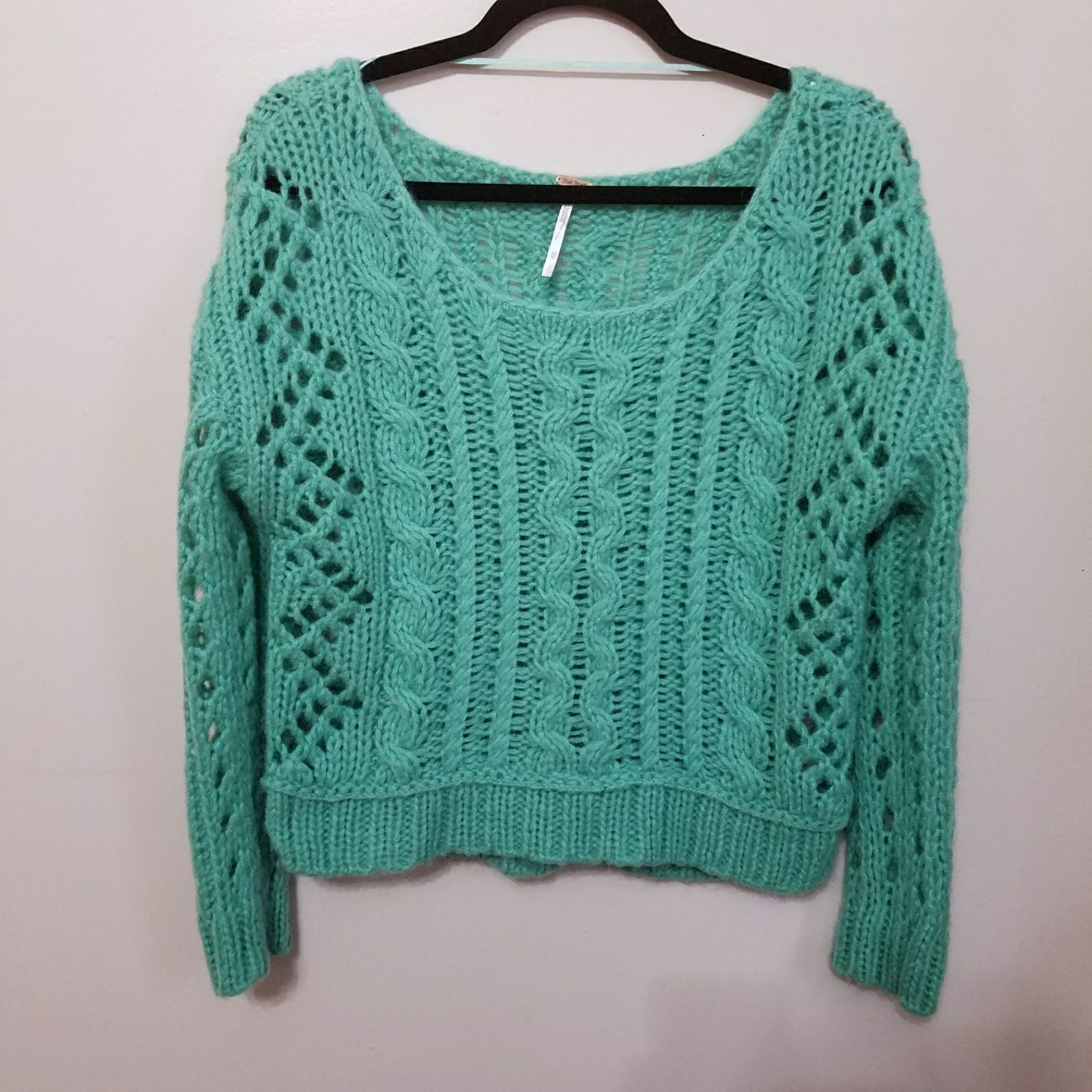 Free people cropped chunky knit sweater - Mercari: BUY & SELL ...
