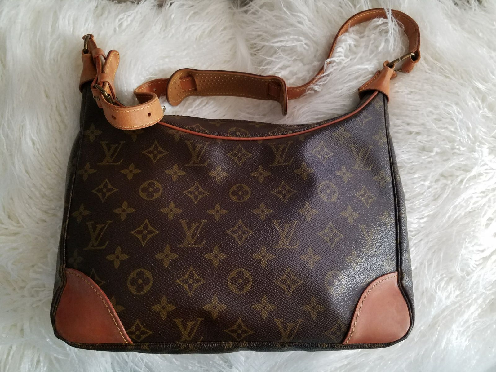 Louis Vuitton (ADDITIONAL PIC)