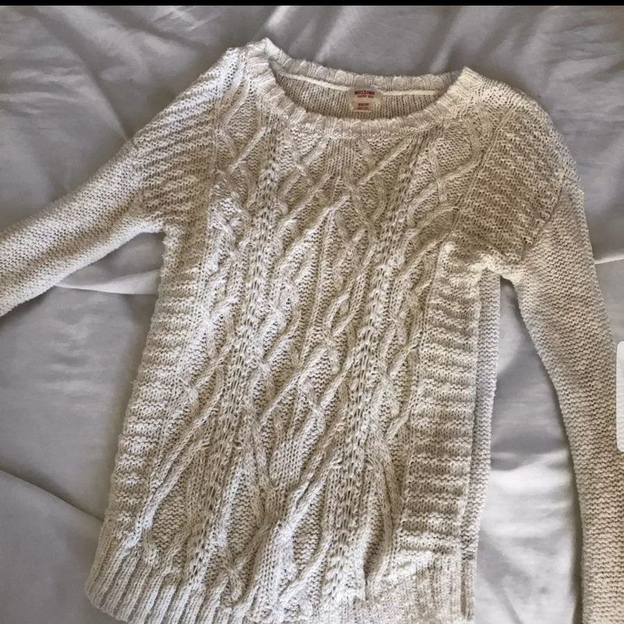 Cute cream sweater - Mercari: BUY & SELL THINGS YOU LOVE