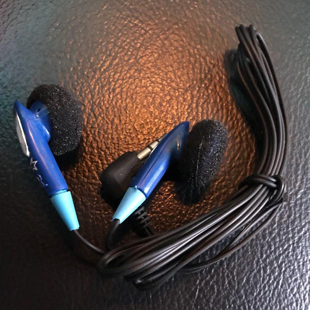 20 NEW BULK LOT OF EARBUDS HEADPHONES