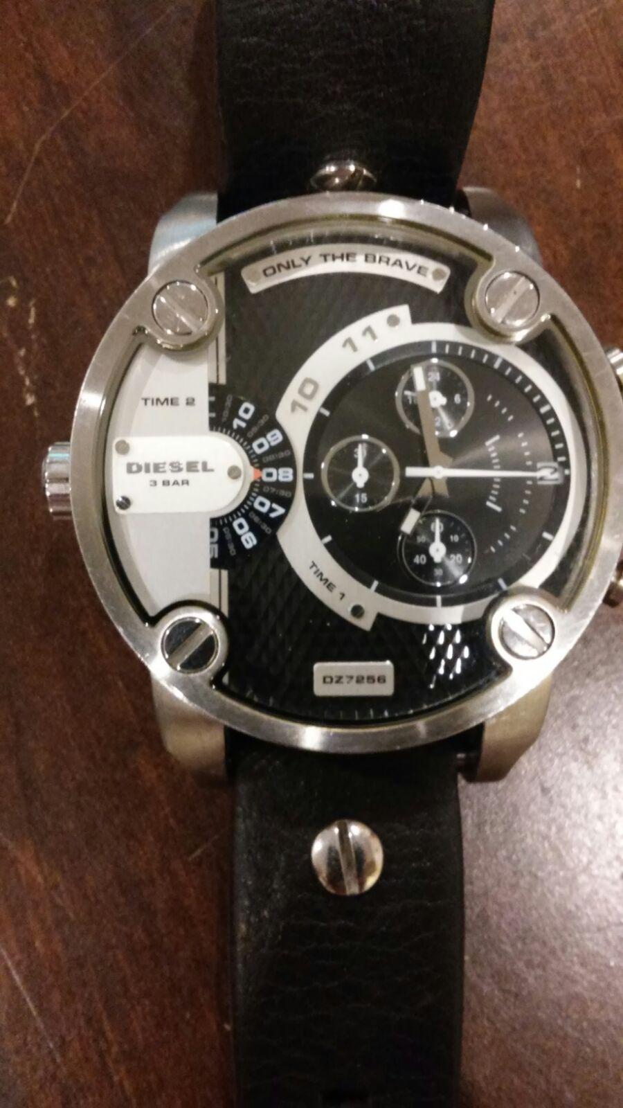 Sel 3 Bar Water Resistant Watch