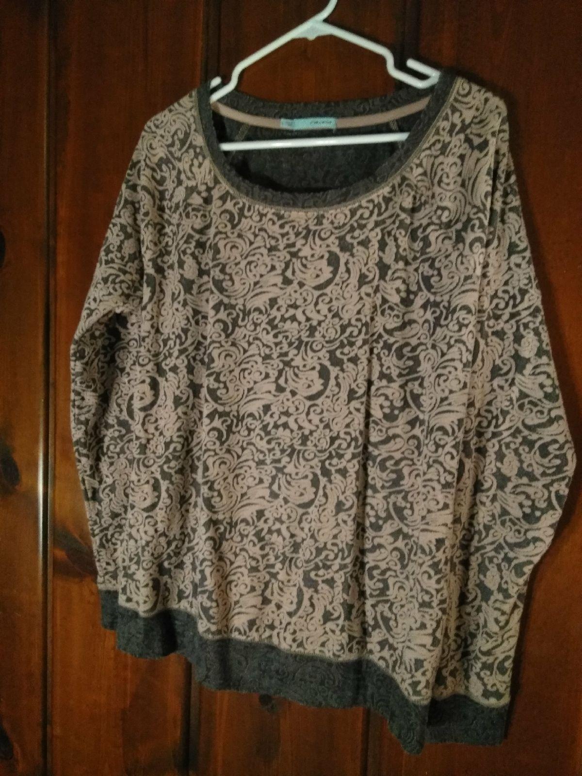 Grey pink sweater/top - Mercari: BUY & SELL THINGS YOU LOVE