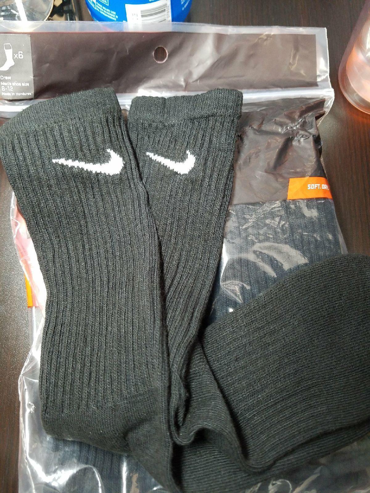 4 PAIRS of Men's Nike Crew Socks