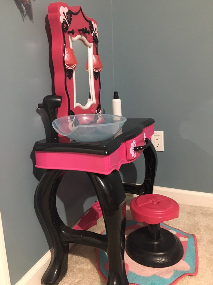 Little Girls Vanity Set With Chair