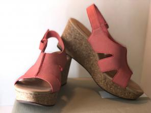 a48b59607 New In Box Clarks Annadele Wedges 9