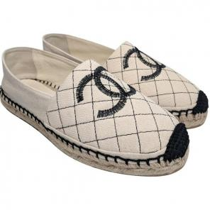 9c7773afa4fb Chanel Beige   Black Quilted Espadrille
