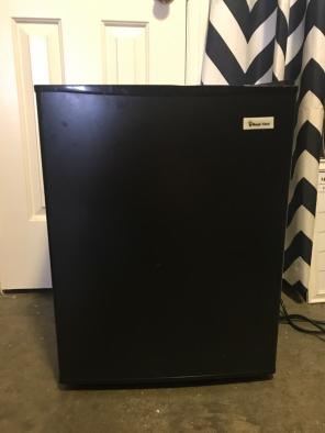 Mini Fridge Black for sale