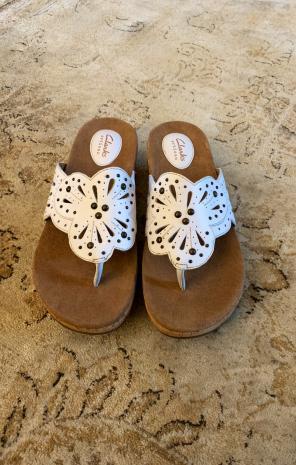 95736e776 Women s Clarks Sandals 8.5 medium