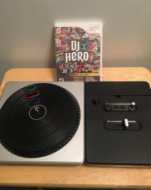 WII DJ HERO BUNDLE GAME W/ TURNTABLE for sale