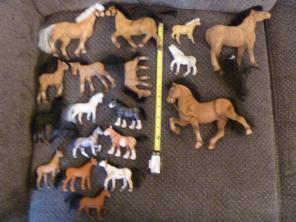 14 Flocked Horses Animals Figures Barn for sale