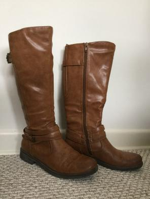 8b7bb16245cff Bare Traps - Real Leather Bare Trap Boots Size 7